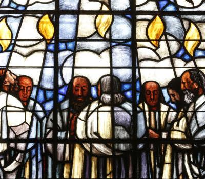 Eglise protestante de la Madeleine.  Vitrail.  La Pentecote. Les disciples et l'Esprit Saint.