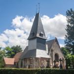 Extérieur de l'église Saint-Sébastien de Préaux-Saint-Sébastien (France).